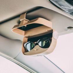 Autós csipeszes szemüveg és kártyatartó - bézs  55685BE